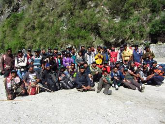 group_pic_at_malana_dam